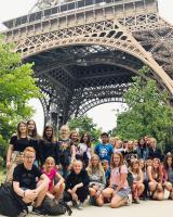Die Gruppe vor dem Eiffelturm