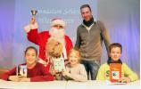 Die drei Preisträger mit Nikolaus und Deutschlehrer Christian Zaum